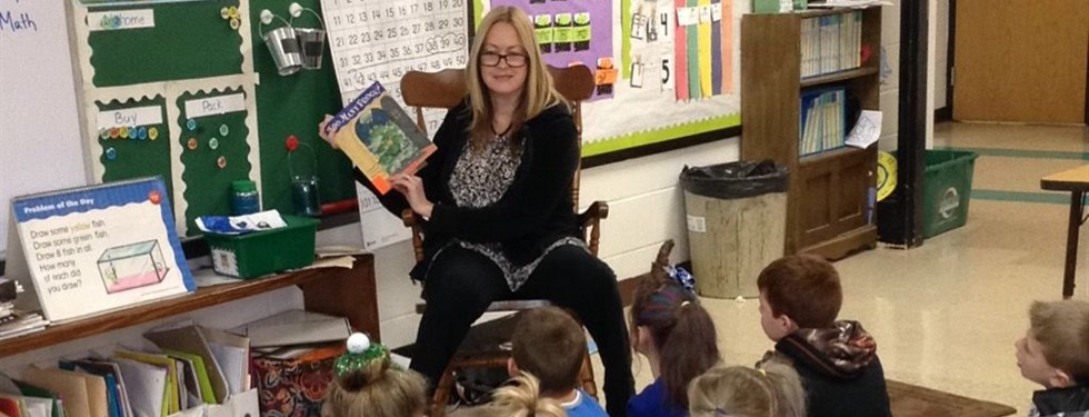 Stephens students enjoy books read by a guest reader.
